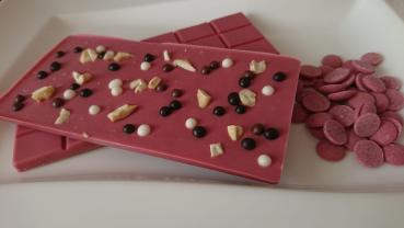 Individuelle, handgefertigte Rubyschokolade in Tafelform